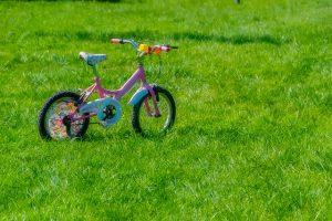 על המעבר לדשא סינתטי בגני ילדים בכל הארץ