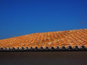 למה בונים גגות רעפים?