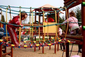 מתקן טיפוס לילדים