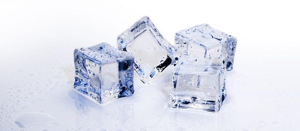 מקרר עם יצרן קרח