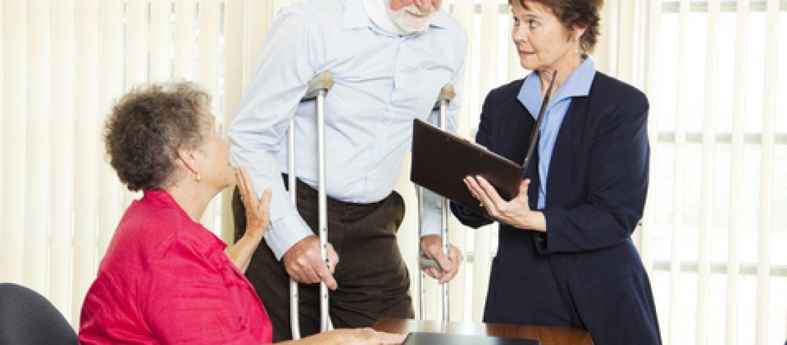 חשיבות ביעוץ עורך דין בזמן תביעה לגמלת סיעוד
